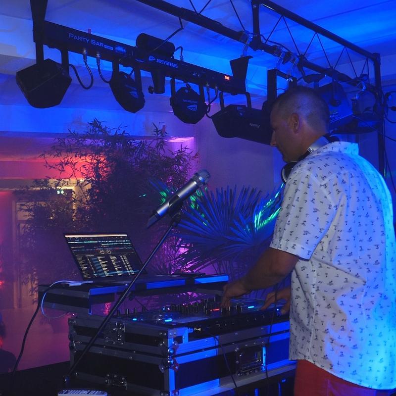 DJ B.Adrien animateur de mariage, anniversaire, 10 ans d'expériences